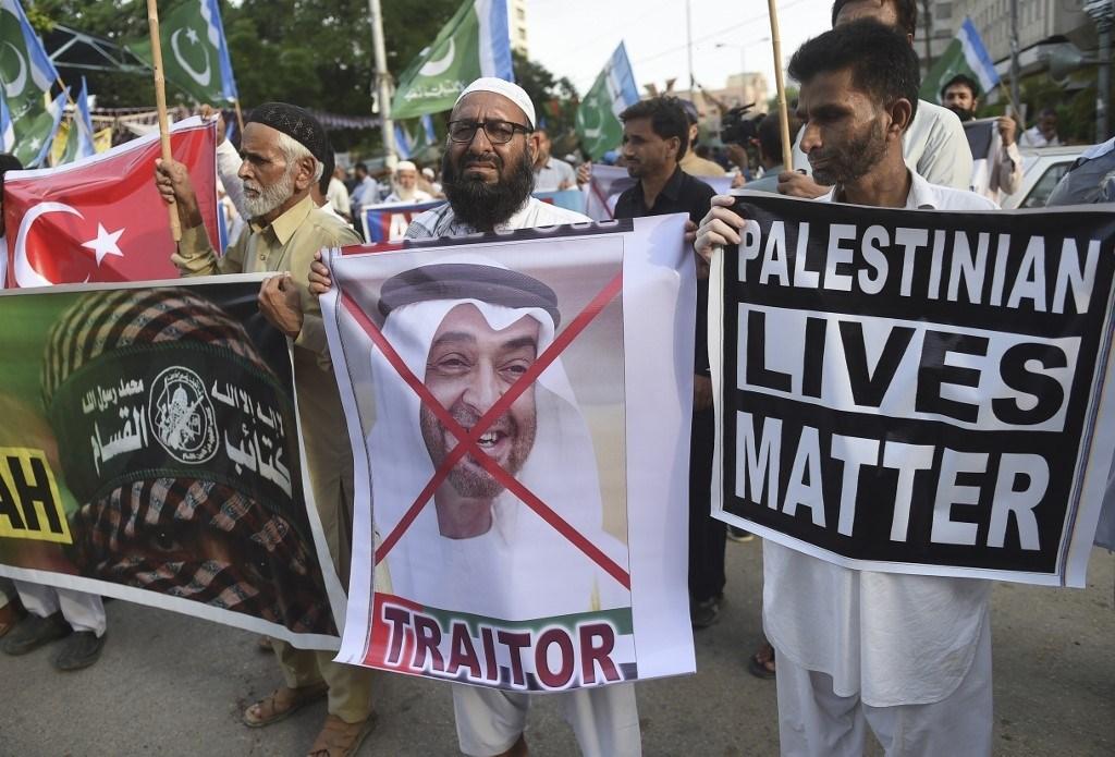 مظاهرة ضد التطبيع الإماراتي مع الاحتلال الإسرائيلي في باكستان يوم 16 آب 2020 (أ.ف.ب)