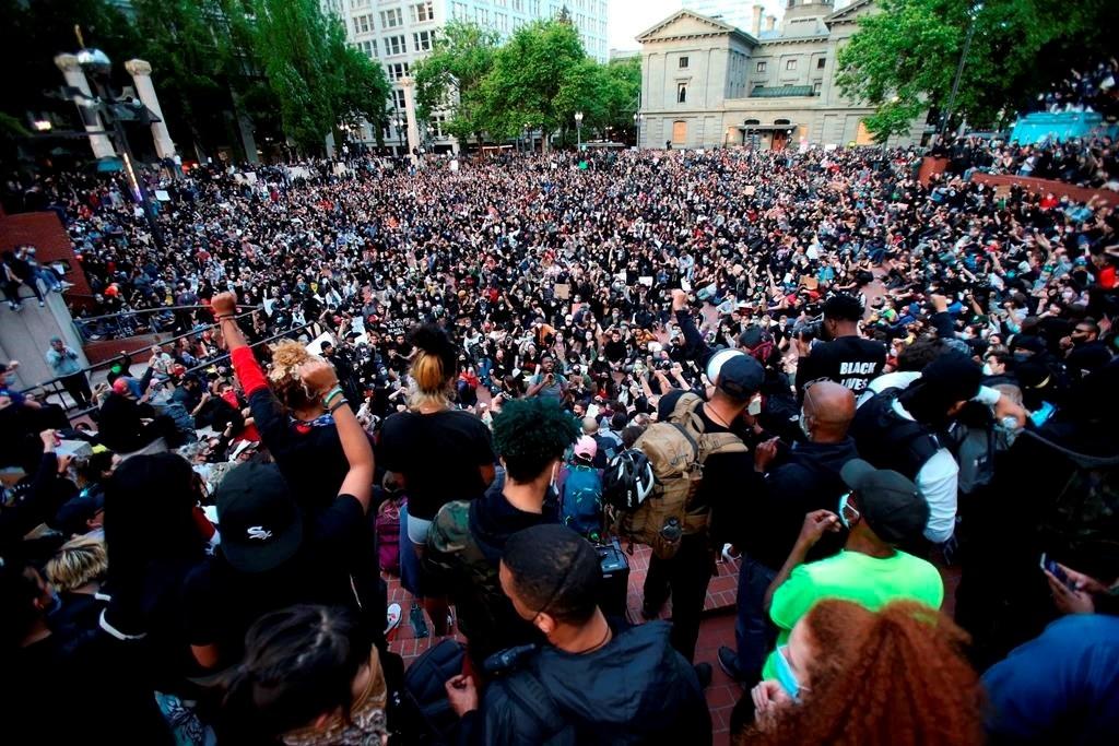 مظاهرات سلمية في وسط مدينة بورتلاند في أميركا