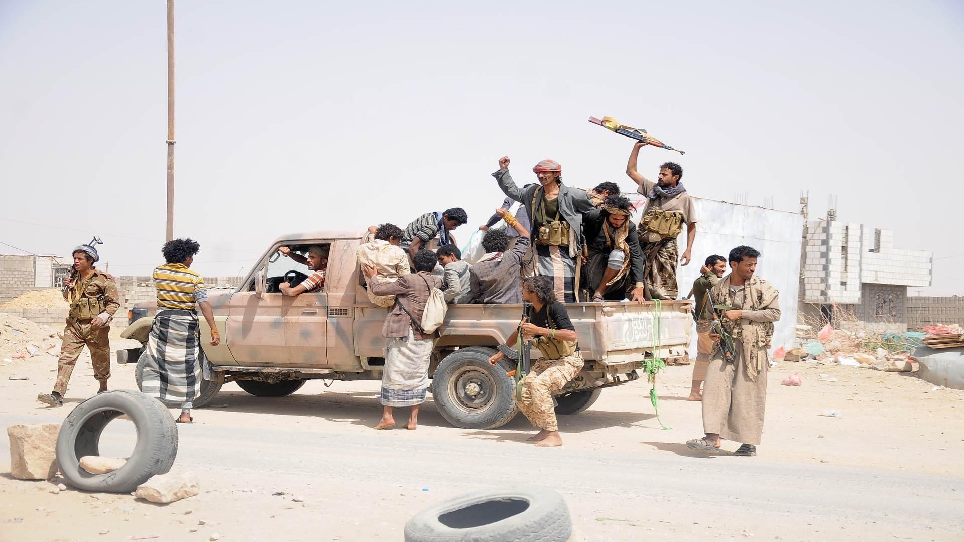 مصدر عسكري: زحف قوات التحالف السعودي استغرق 4 ساعات متتالية دون تحقيق أي تقدم يذكر
