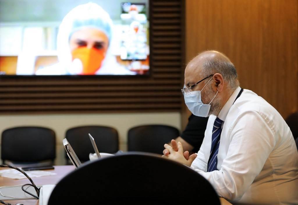 المدير العام لمستشفى رفيق الحريري خلال مؤتمر حول فيروس كورونا في بيروت (أ ف ب).