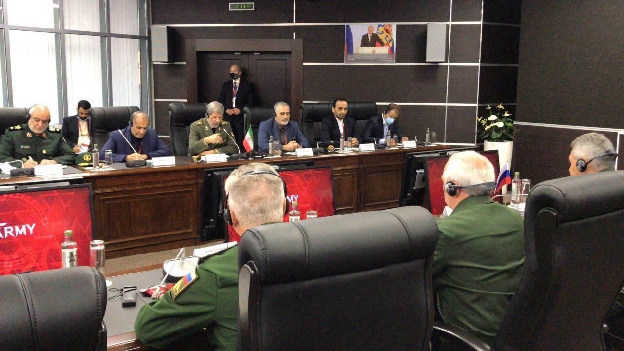 وزير الدفاع الإيراني من موسكو: تعزيز التعاون ضروري وحتمي