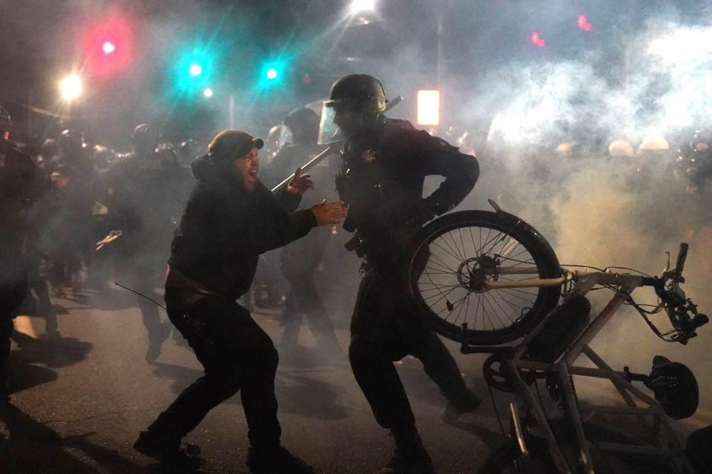جانب من الاحتجاجات في بورتلاند مساء السبت 22 آب/أغسطس 2020 (أ ف ب)