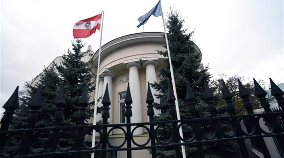 أكدت النمسا اليوم أيضاً، لوكالة فرانس برس طرد دبلوماسي روسي