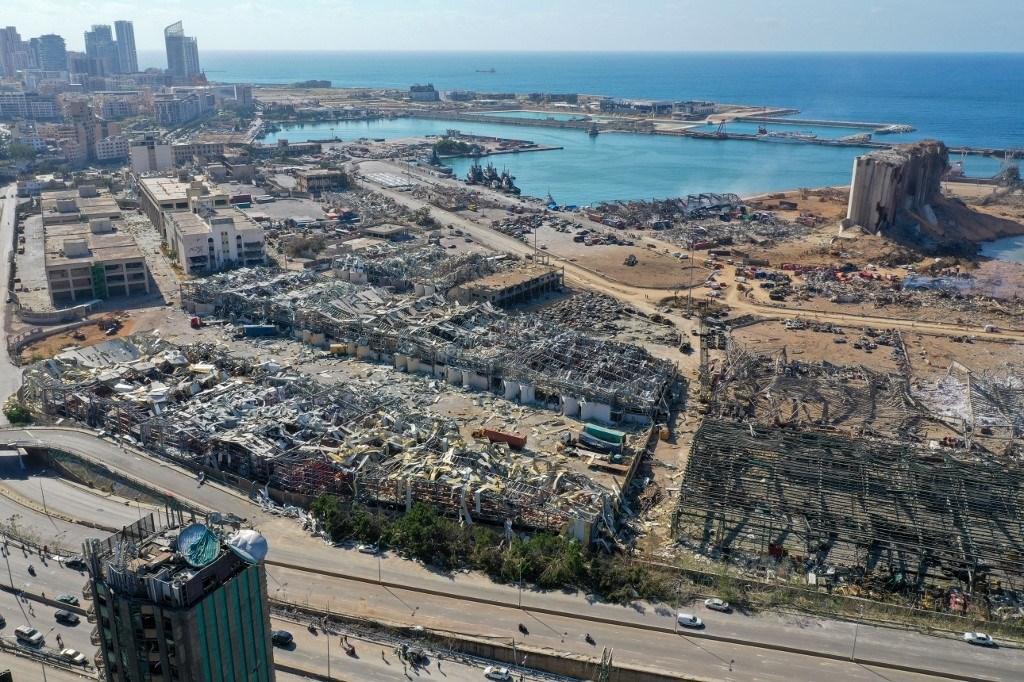 صورة تظهر حجم الدمار في مرفأ بيروت نتيجة انفجار شحنة مخزنة من