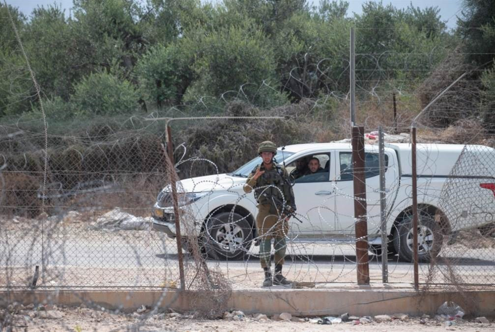 قَدِم الكثير من الفلسطينيين بهدف العبور إلى أراضي الـ48 عبر ثغرة في الجدار (أ ف ب )