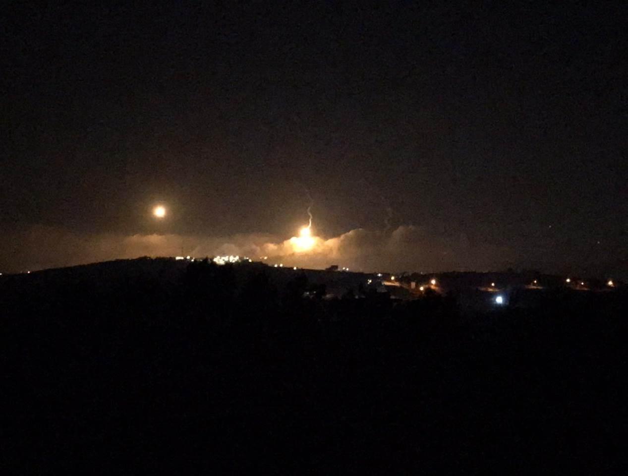 إعلام إسرائيلي: المنطقة تشهد تحليقا كثيفا للطائرات الحربية والمروحية