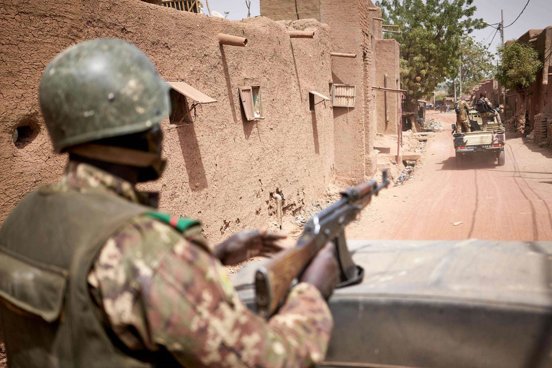 هولندا تؤكد تعليق الاتحاد الأوروبي مهامه التدريبية في مالي