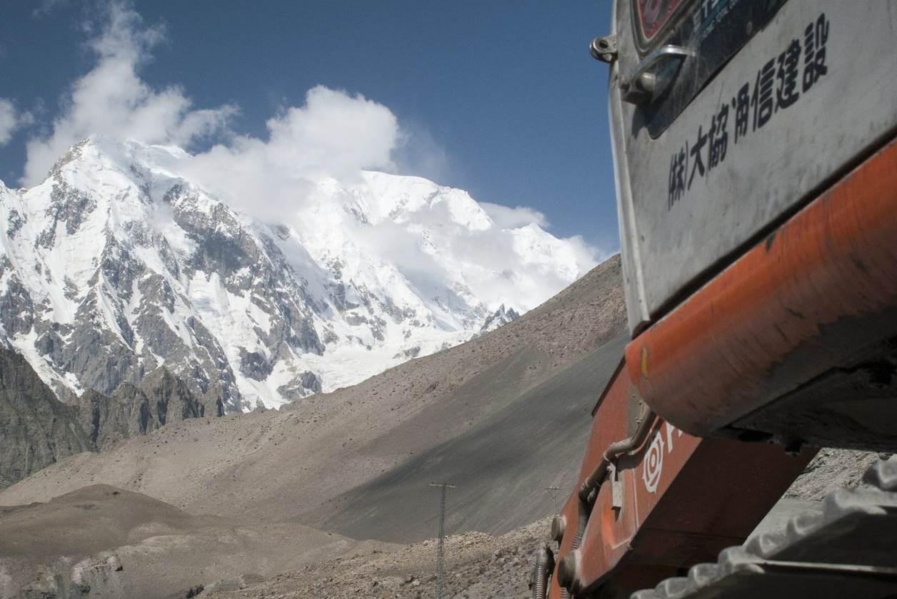 سلسلة جبال كاراكورام التي تمتد على حدود الهند وباكستان والصين
