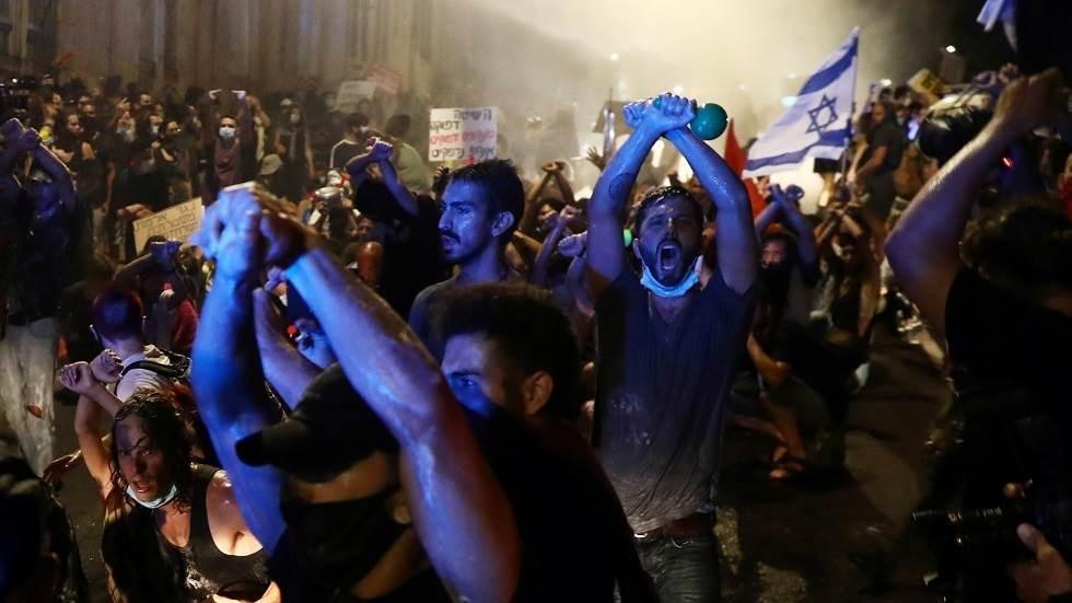 صورة من التظاهرات أمام منزل نتنياهو في القدس