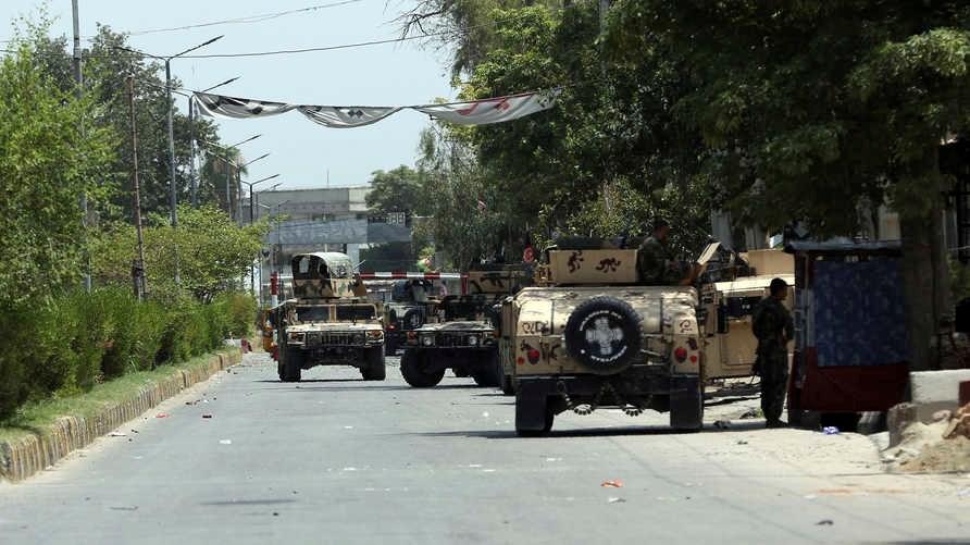 قوات الأمن الأفغانية  في مدينة جلال أباد بشرق أفغانستان