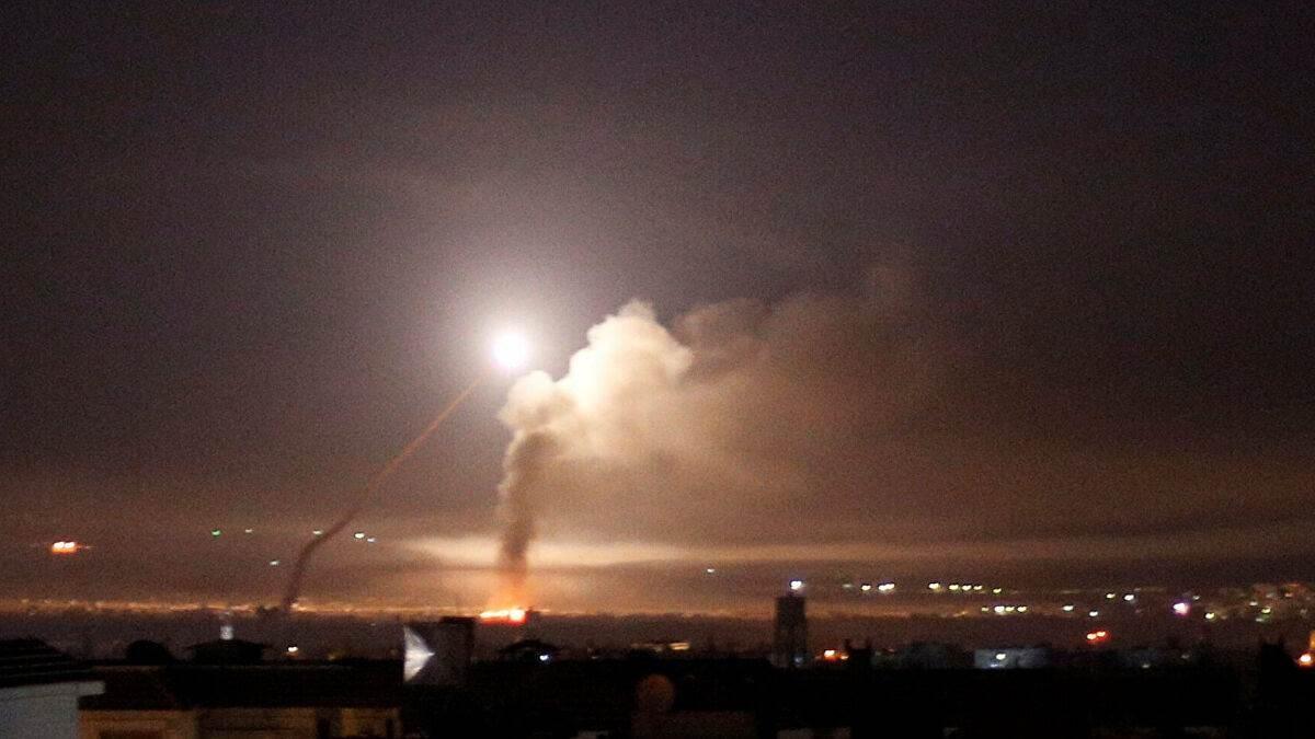 مراسل الميادين: مروحية إسرائيلية استهدفت بلدة القحطانية في ريف القنيطرة جنوب سوريا