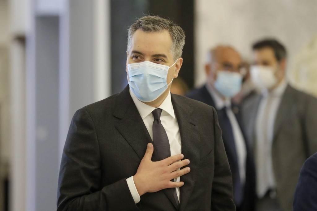 الرئيس المكلف تشكيل الحكومة اللبنانية السفير مصطفى أديب بعد وصوله إلى قصر بعبدا اليوم (أ.ف.ب)