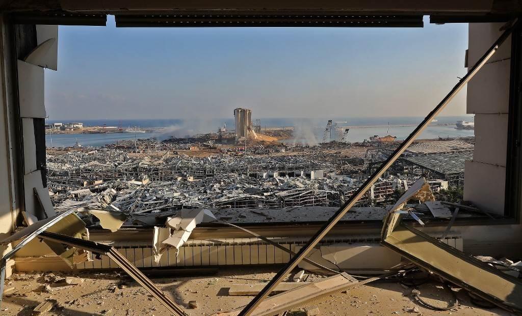 عمليات البحث عن ضحايا مستمرة في بيروت (أ ف ب).