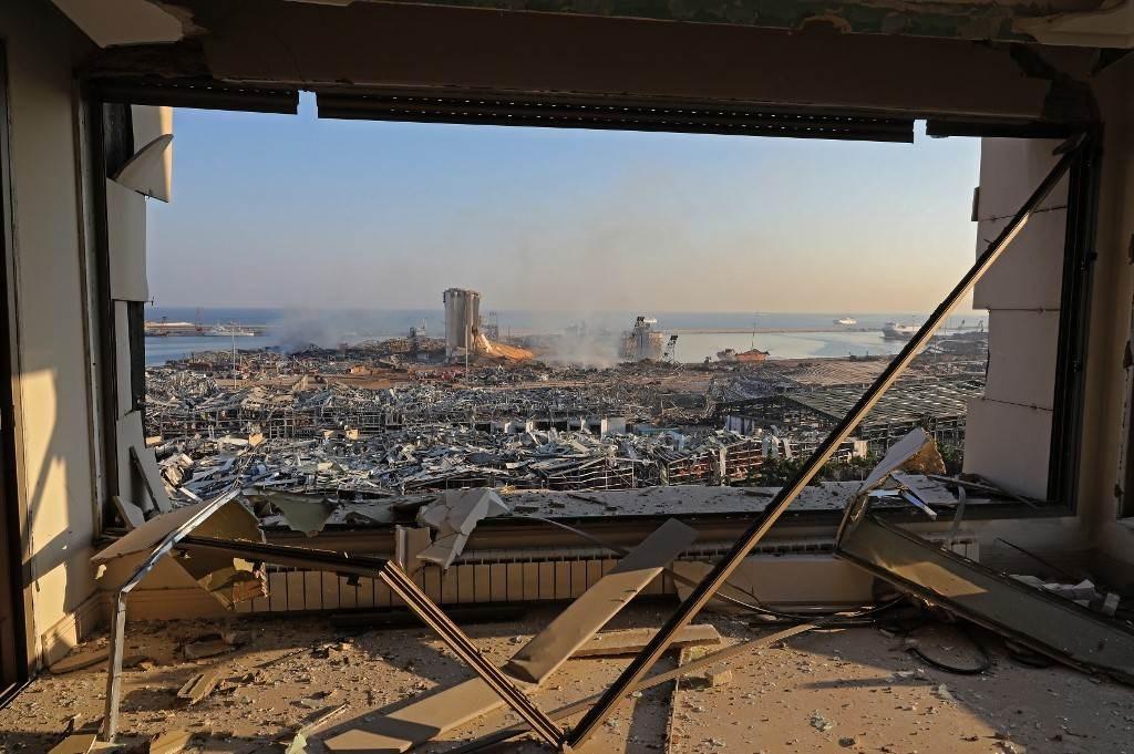 مكان الانفجار في مرفأ بيروت كما ظهر صباح اليوم (أ ف ب)