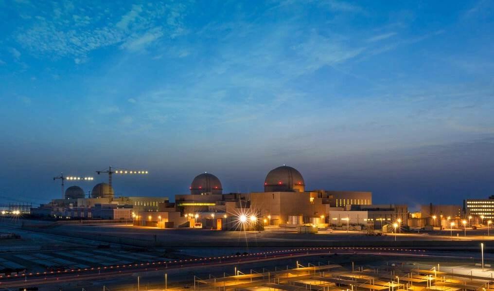 منشآة براكة النووية الإماراتية بدأ تشغيلها وسط مخاوف بيئية وأمنية.