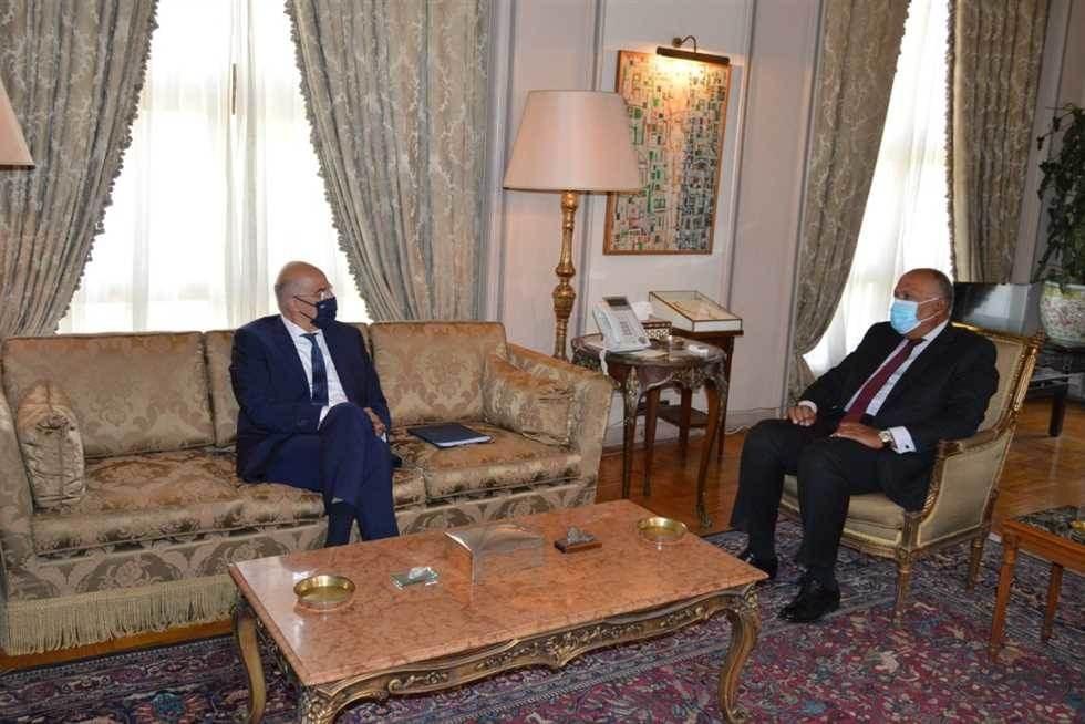 وزير خارجية مصر يستقبل نظيره اليوناني في القاهرة