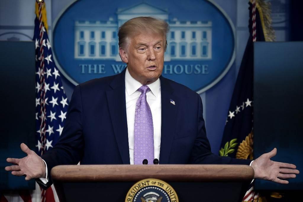 ترامب يجيب على سؤال خلال مؤتمر صحفي في البيت الأبيض الأربعاء (أ ف ب).