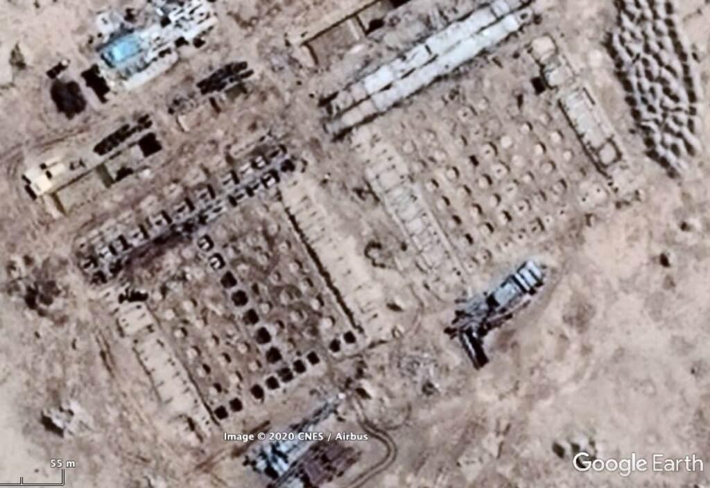 صورة لموقع غوغل إرث في 2014، تظهر المباني في وقت مبكر من عملية البناء في المنشأة النووية المشتبه بها.