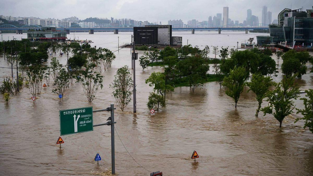 استمرار هطول الأمطار الغزيرة على الجزء الجنوبي من شبه الجزيرة الكورية