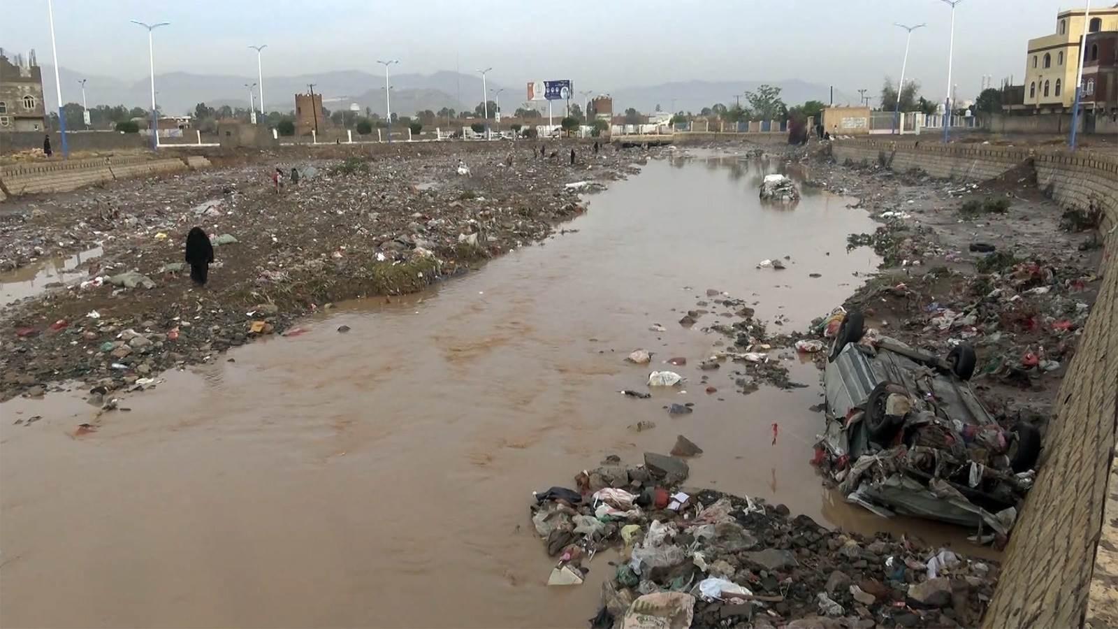 اليمن: انهيار وتضرر أكثر من 111 منزلاً في مدينة صنعاء جراء الأمطار الغزيرة