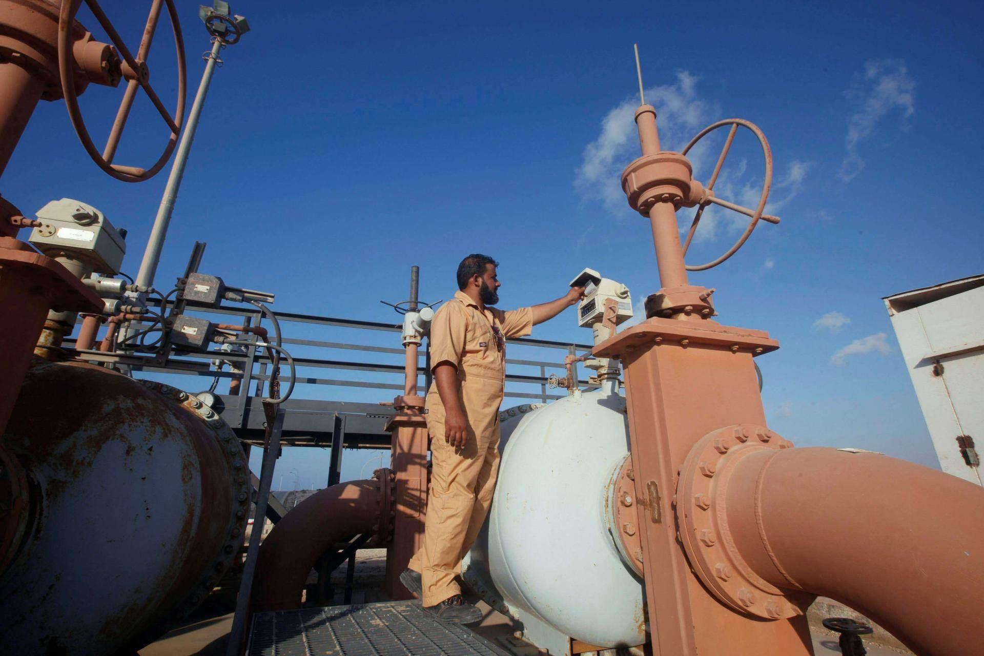 قوات حفتر أوقفت صادرات الطاقة منذ كانون الثاني/يناير لتوقف بذلك معظم الإنتاج وتؤدي لامتلاء صهاريج التخزين
