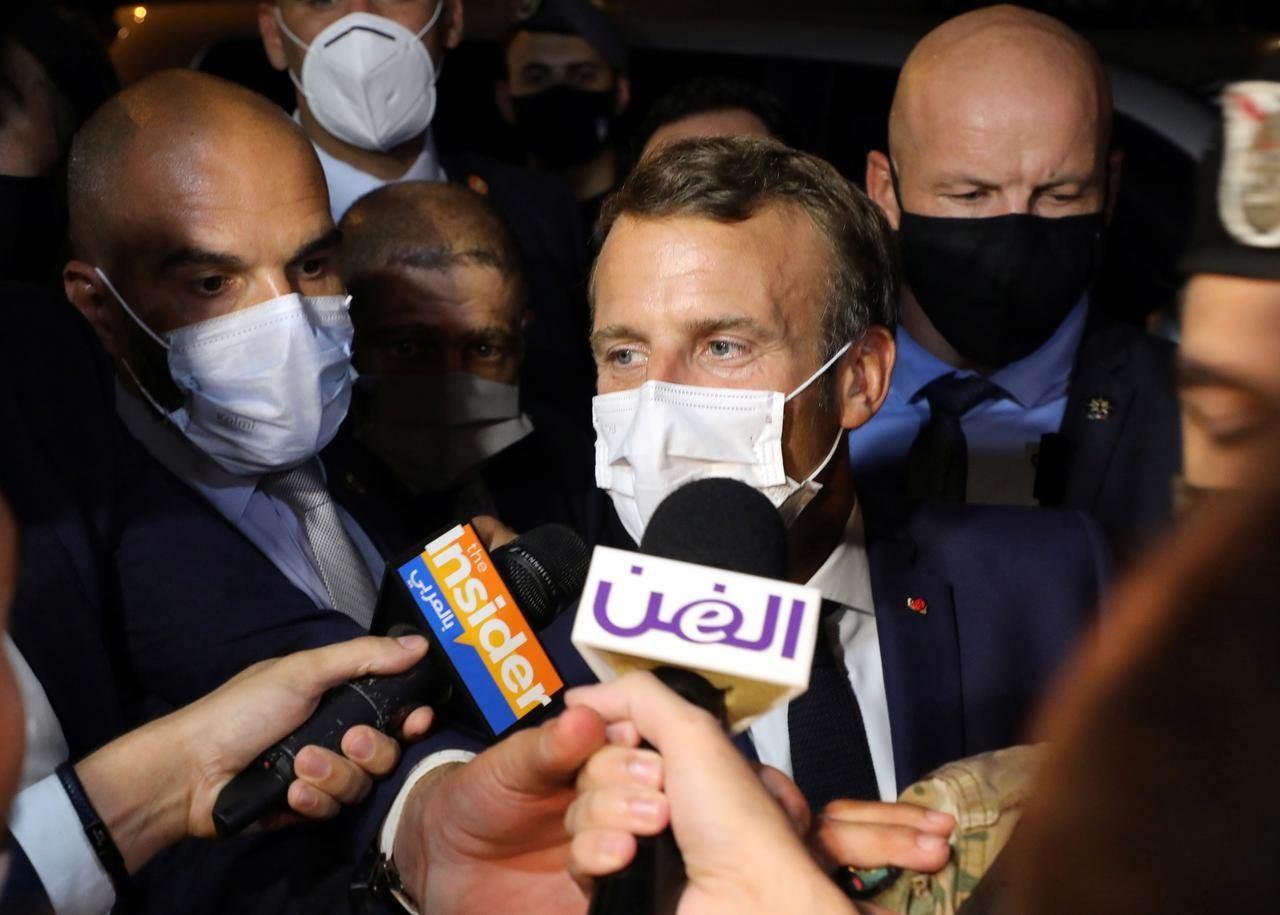 الرئيس الفرنسي عقب وصوله إلى مطار بيروت.