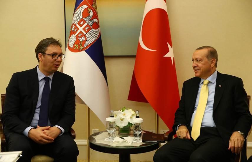 الرئيس التركي رجب طيب إردوغان ونظيره الصربي ألكسندر فوسيتش