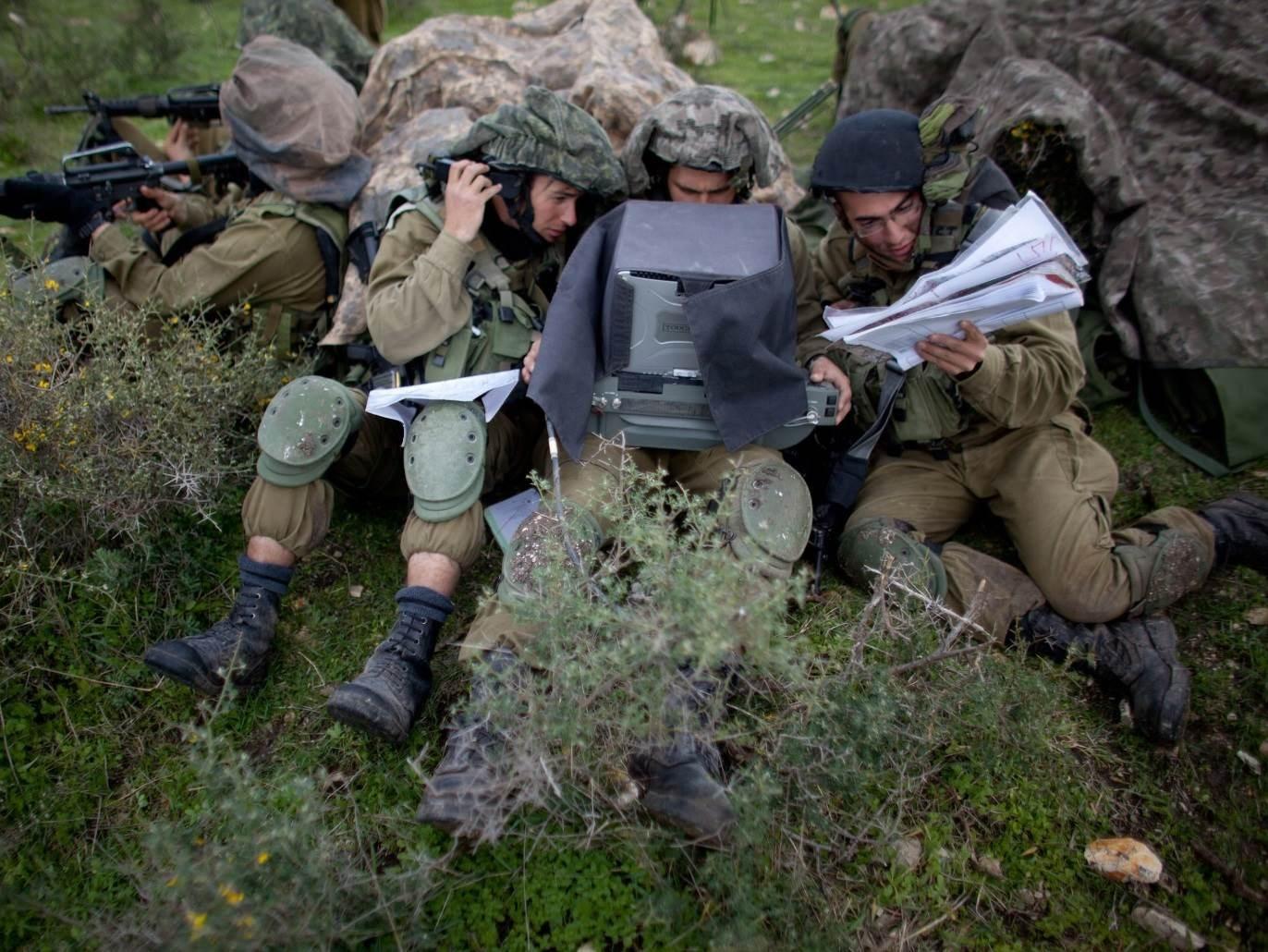 جنود إسرائيليون على الحدود اللبنانية الفلسطينية المحتلة