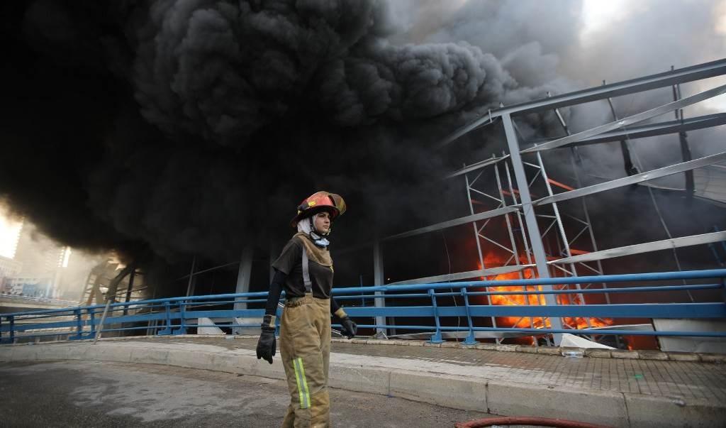 صورة للحريق الذي اندلع في مرفأ بيروت في 10 أيلول/ سبتمبر 2020 (أ ف ب)