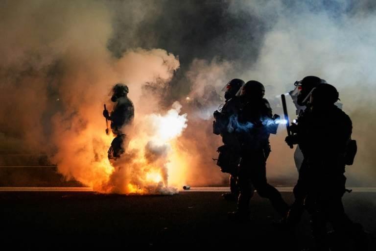 رئيس بلدية بورتلاند الأميركية: وقف العنف و حظر اسنخدام الغاز المسيل للدموع
