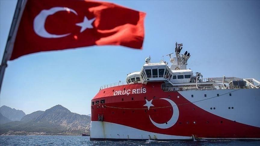 أنقرة تدعو أثينا لسحب سفنها الحربية المحيطة بسفينة المسح التركية أوروتش رئيس لنزع فتيل التوتر