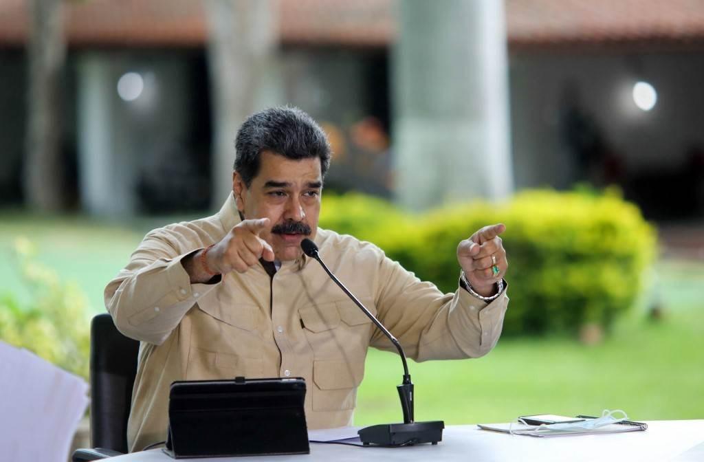 نيكولاس مادورو خلال إعلان متلفز من قصر ميرافلوريس الرئاسي في كاراكاس (أ ف ب).