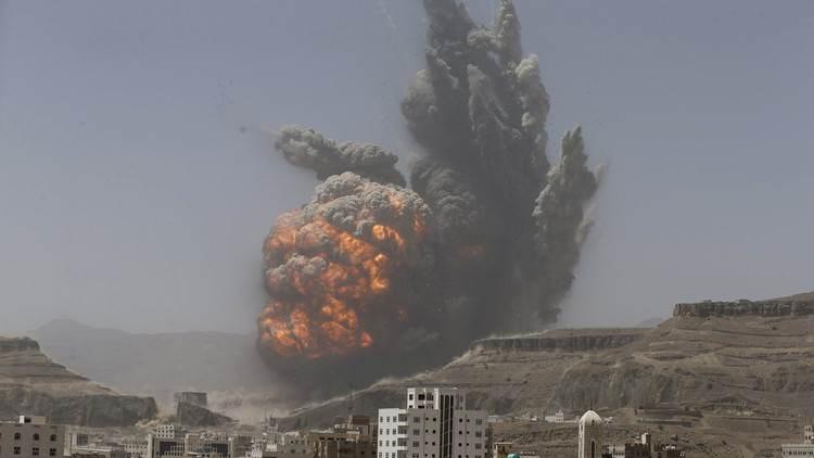 استشهاد 4 مدنيين وجرح 4 آخرين بقصف جوي للتحالف السعودي