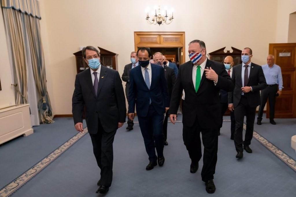 وزير الخارجية الأميركي مايك بومبيو يلتقي نظيره القبرصي خلال زيارة إلى قبرص.