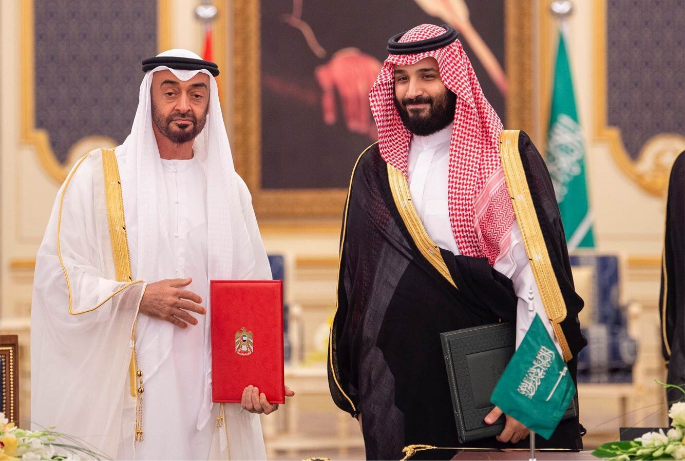 بعد آل سعود وآل نهيان وآل خليفة هل سنرى الأمير تميم يرمي بنفسه بالكامل في الحضن الإسرائيلي؟