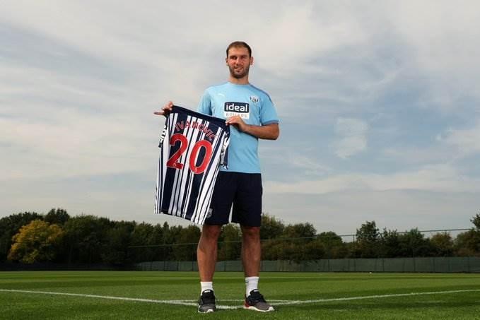 إيفانوفيتش يحمل قميص فريقه الجديد
