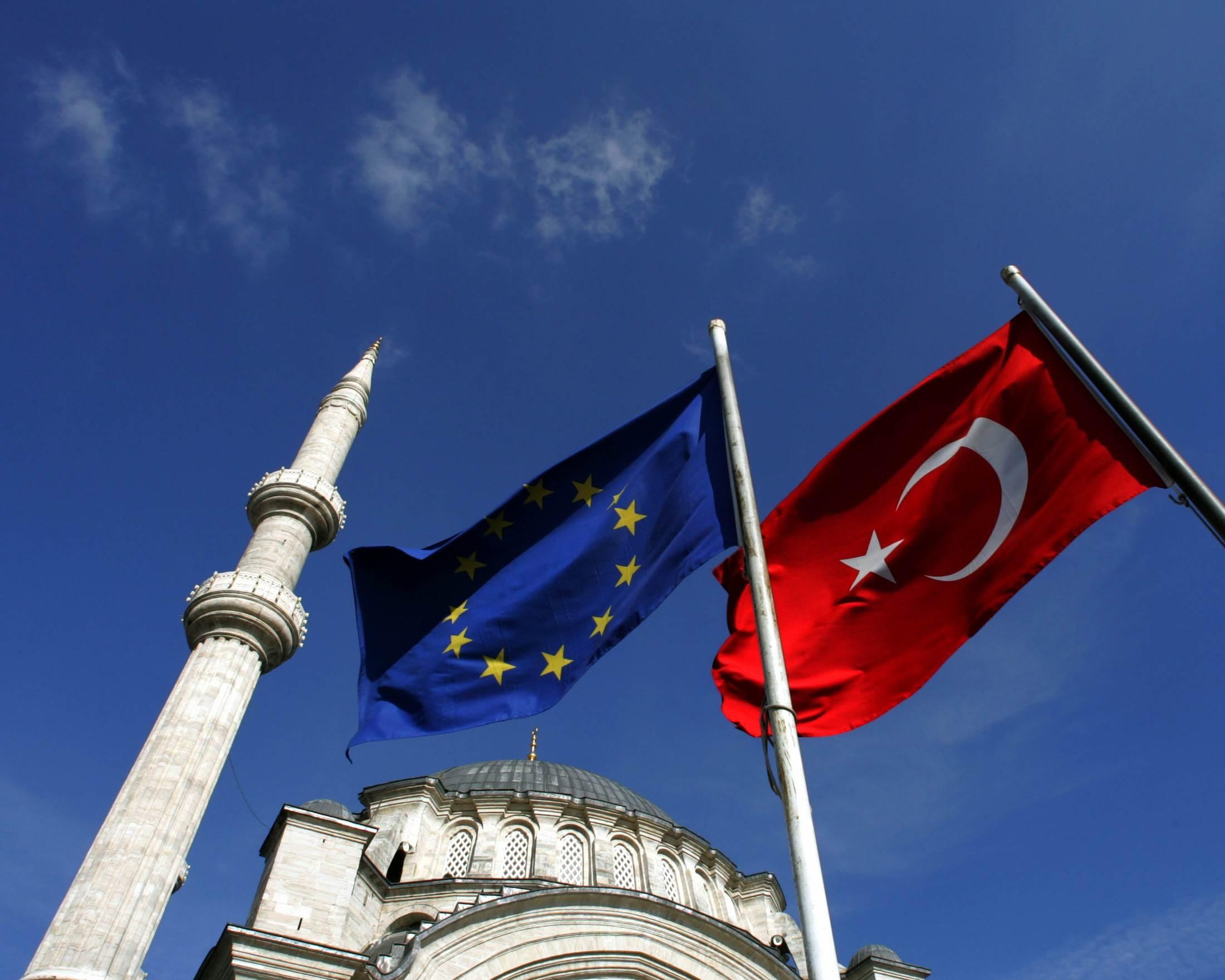 الاتحاد الأوروبي لوّح سابقاً بفرض عقوبات على تركيا بسبب التوتر مع اليونان في شرق المتوسط