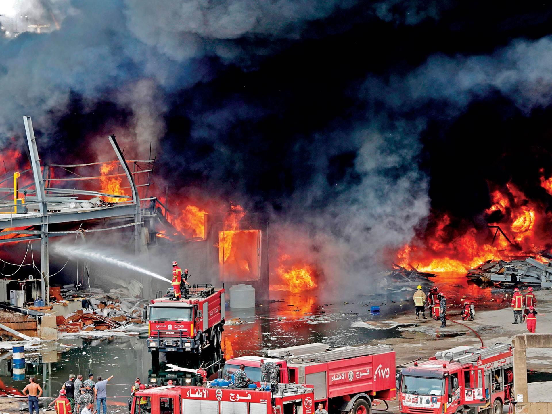 حريق في مرفأ بيروت بعد شهر من الانفجار