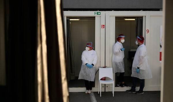 مركز اختبار لفيروس كورونا في مطار زافينتم الدولي في بروكسل
