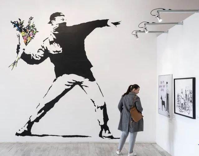 بانكسي يخسر ملكيته إحدى أشهر رسوماته