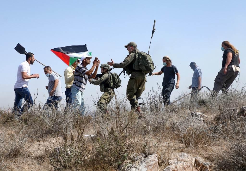 صورة من تظاهرة اليوم في الضفة الغربية (أ ف ب)