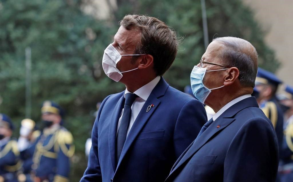 ماكرون يلتقي بالرئيس اللبناني ميشال عون في بيروت (أ ف ب).