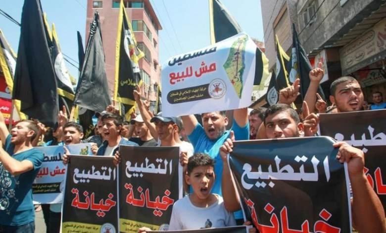 الفلسطينيون ينتفضون رفضاً للتطبيع وخيانة القضية الفلسطينية