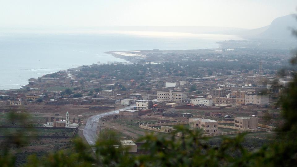 إنشاء قاعدة في سقطرى ستسمح لإسرائيل بمراقبة الشحن بين إيران والصين