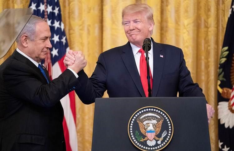 الرئيس الأميركي دونالد ترامب مع رئيس الحكومة الإسرائيلية بنيامين نتنياهو.