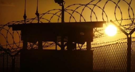 مركز فلسطين : السجون على وشك الانفجار في وجه السجان