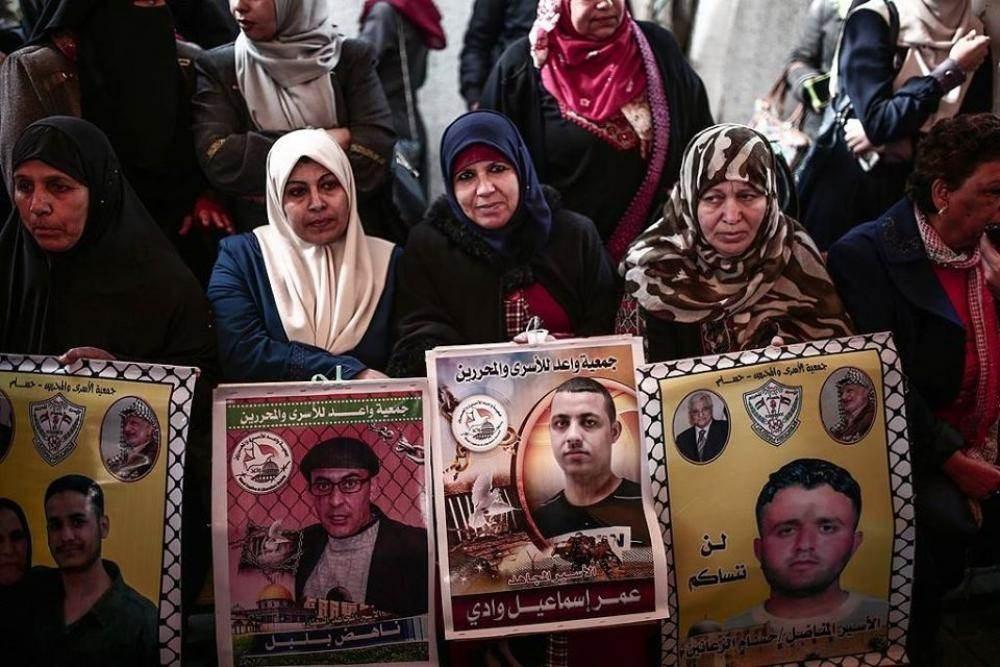 فروانة: 257 أسيراً من قطاع غزة في سجون الاحتلال بينهم أسيرتين