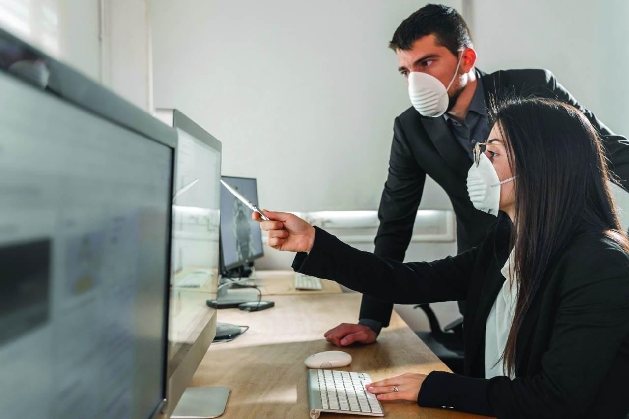 كوفيد-19 يسبب خسائر هائلة في دخل العمل في جميع أنحاء العالم