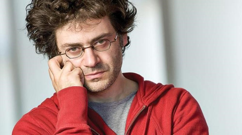 المؤلف اللبناني الكندي