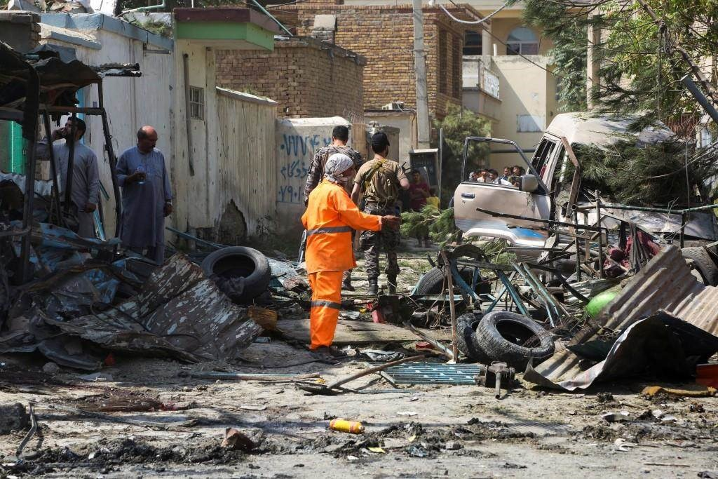 من الانفجار الذي استهدف نائب الرئيس الأفغاني منذ أسبوعين (أ.ف.ب)